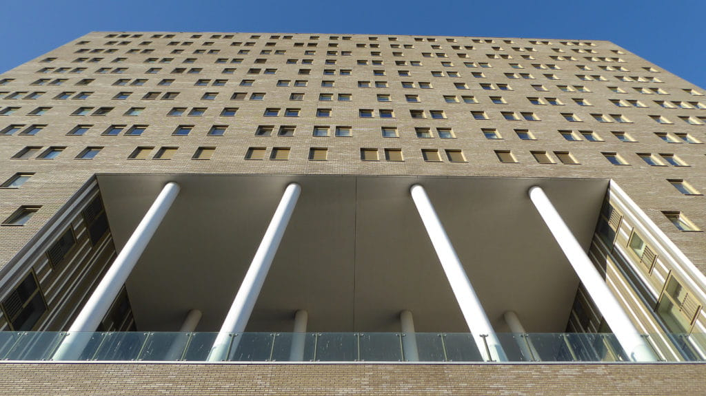 De Kameleon Karspeldreef Amsterdam pilaren