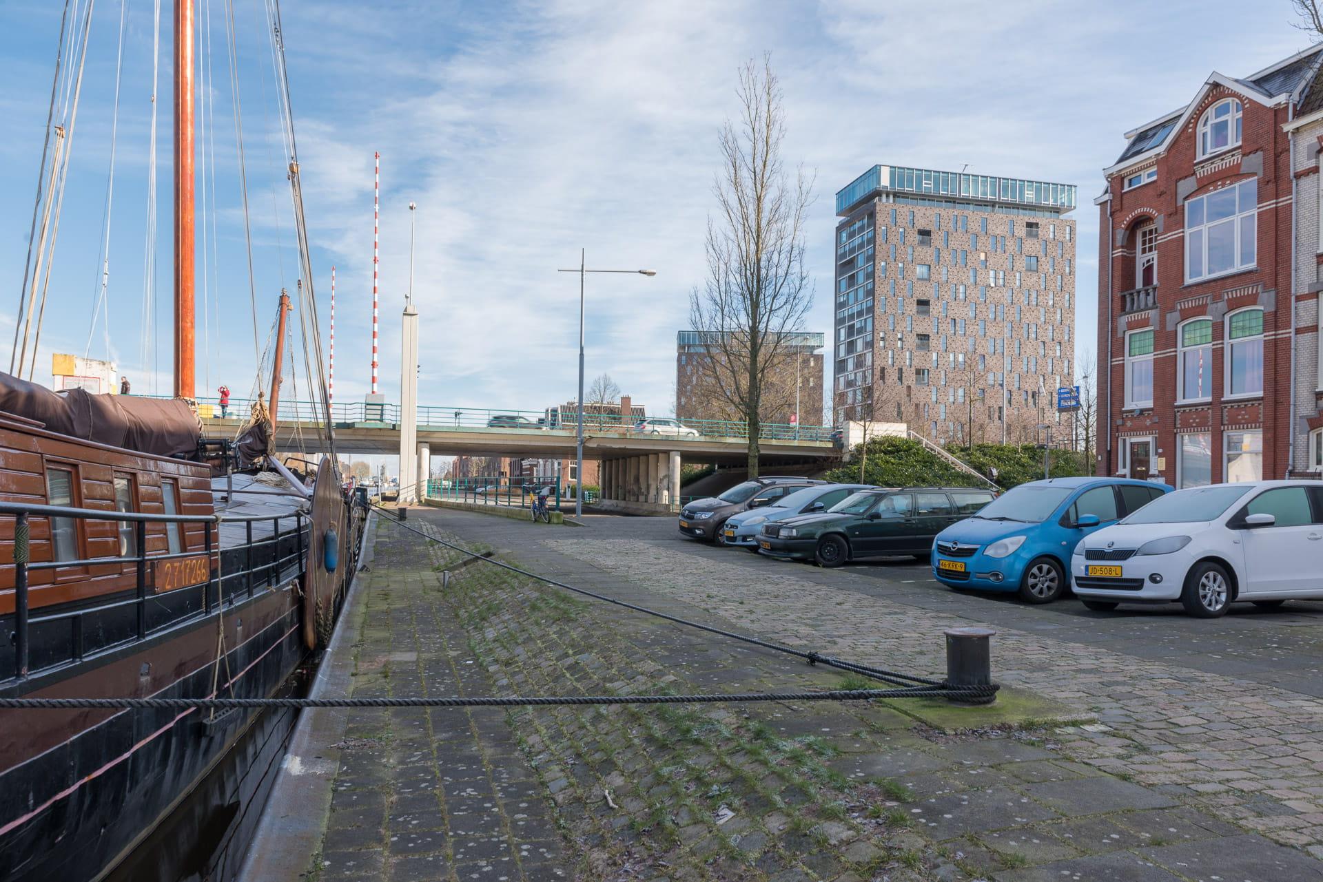 Kop van Oost Groningen vanaf de Eemskade