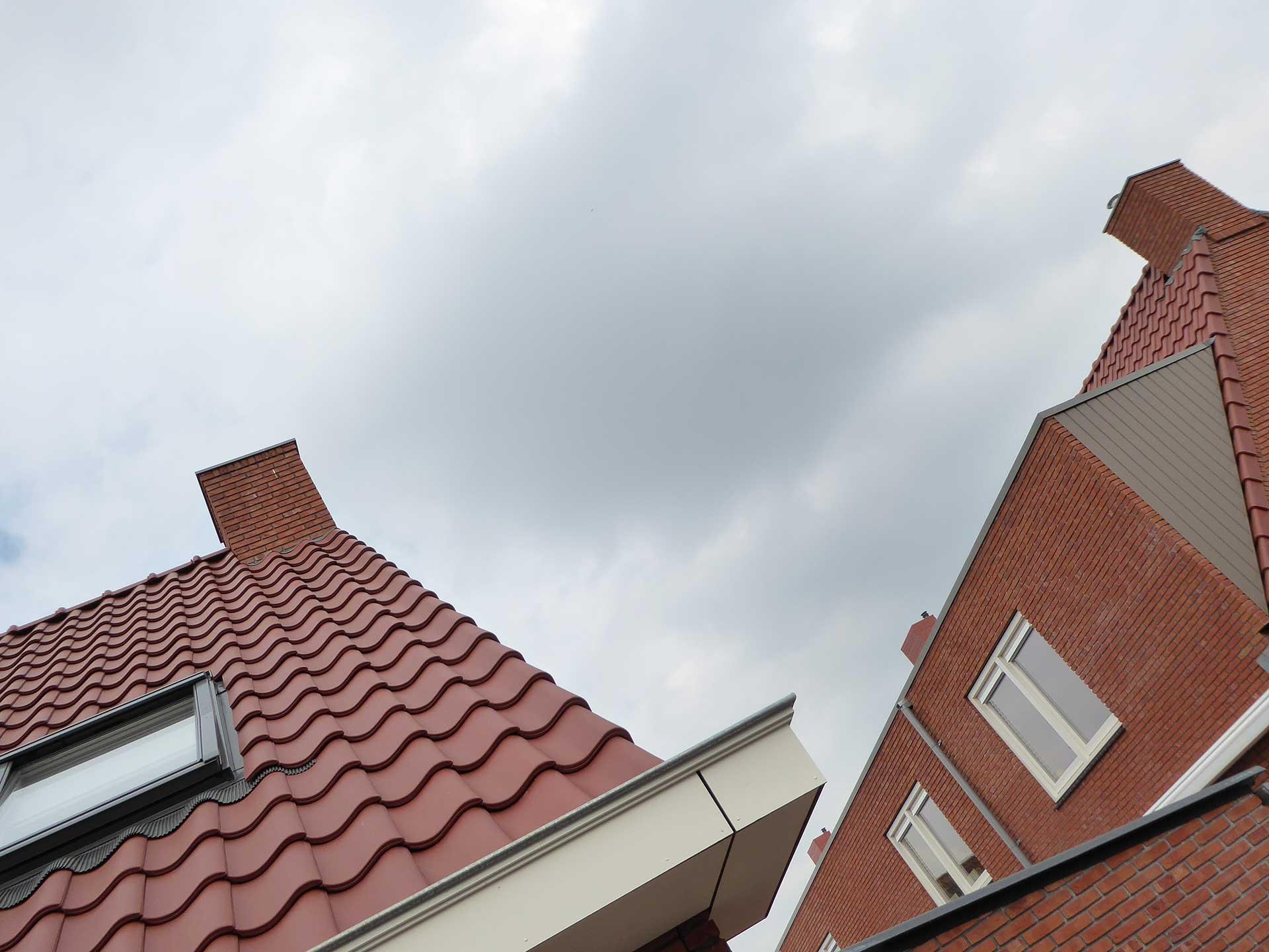 Havenbuurt Zaandam dak met rode dakpannen en huizen met rode steen