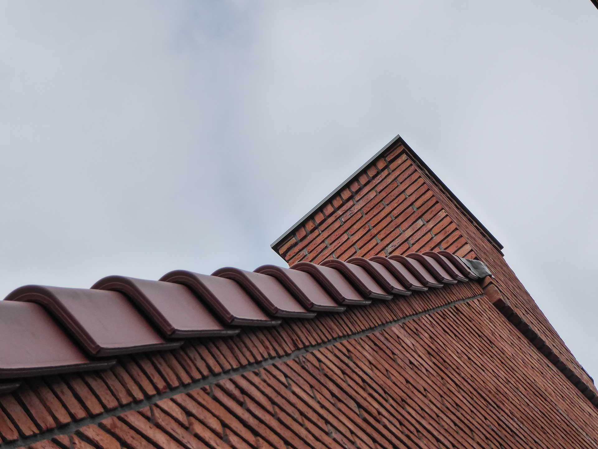 Havenbuurt Zaandam onderaanzicht van gevel met rode baksteen en dak