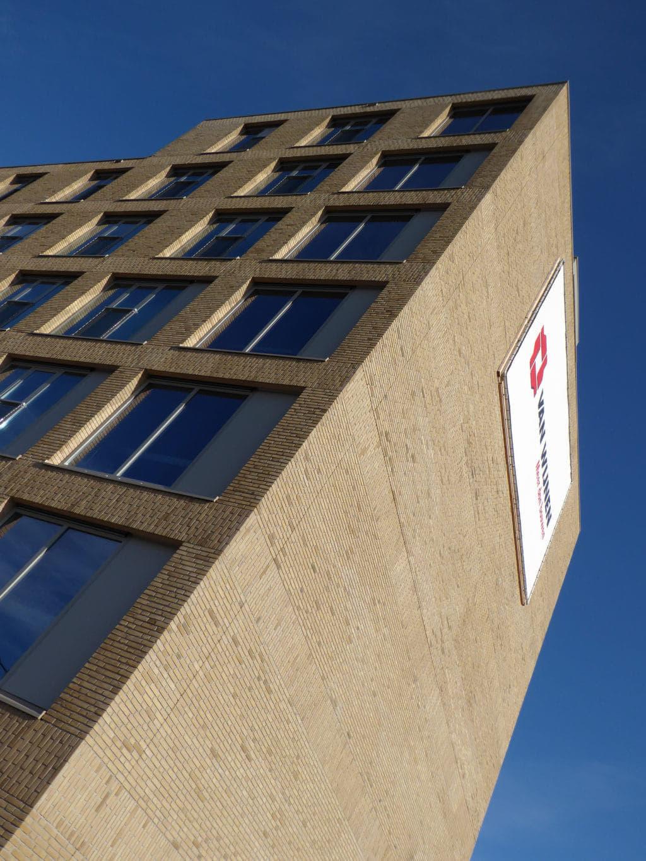 Zeeburgereiland Amsterdam zijaanzicht met logo Van Wijnen