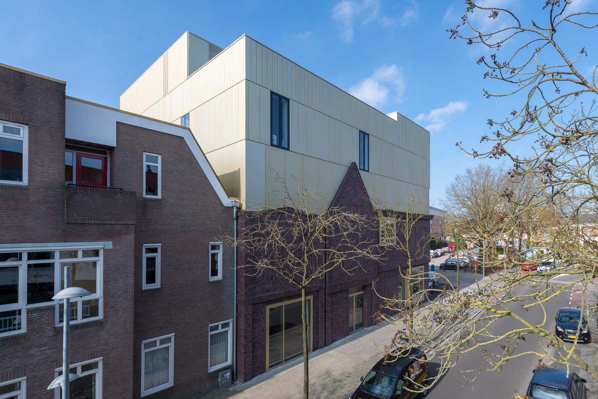 Zijaanzicht van het prins claus consercvatorium in Groningen