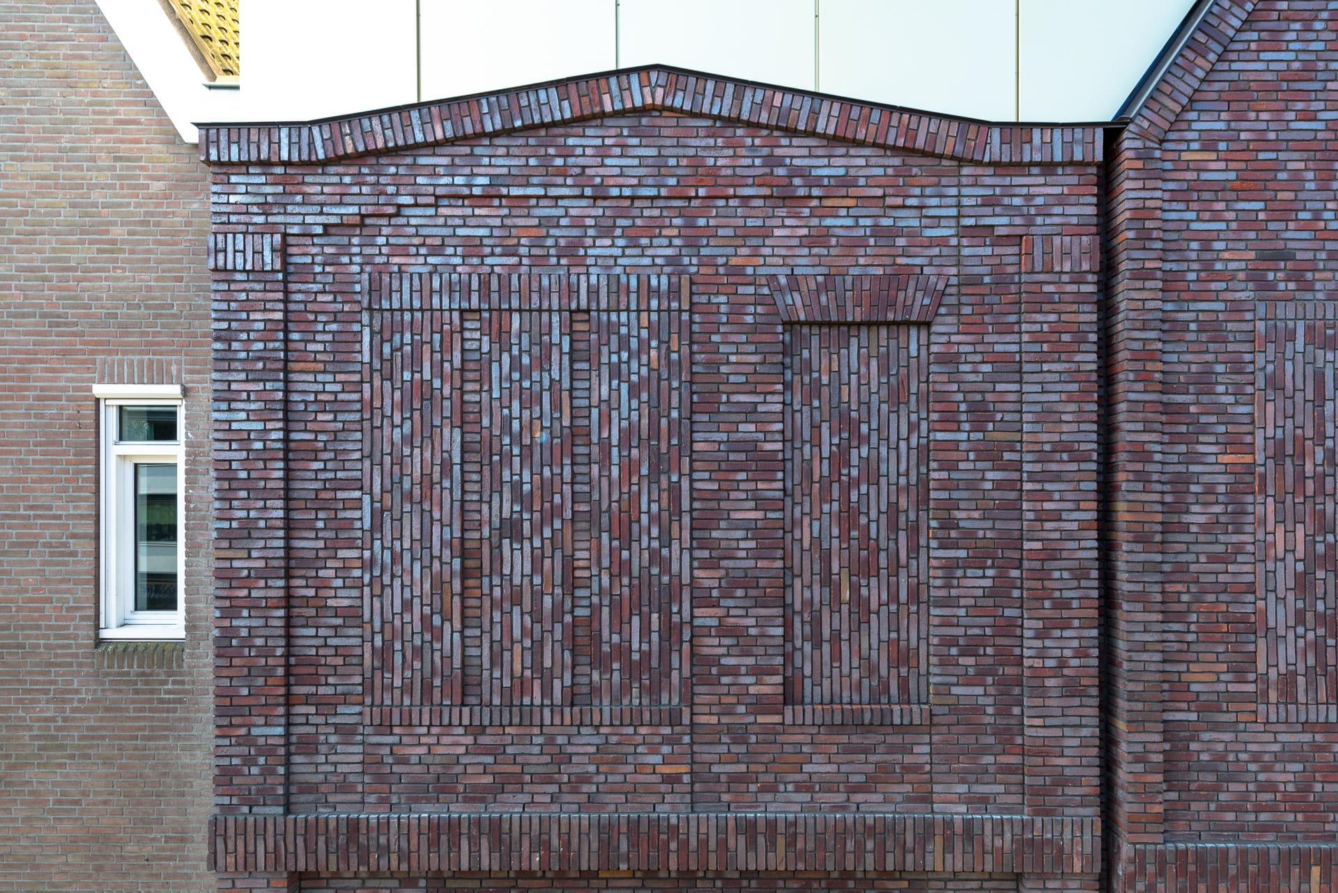 Detail van een muur met diepte in het metselwerk