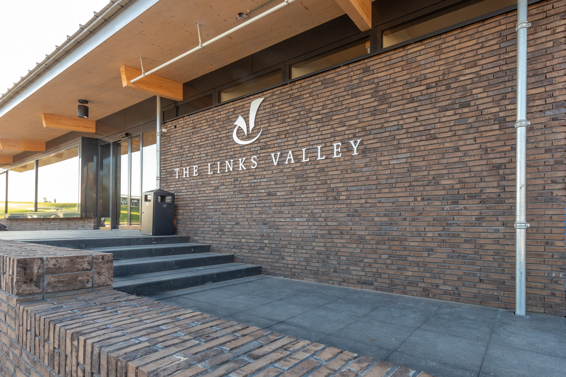 Muur met daarop letters The Links Valley