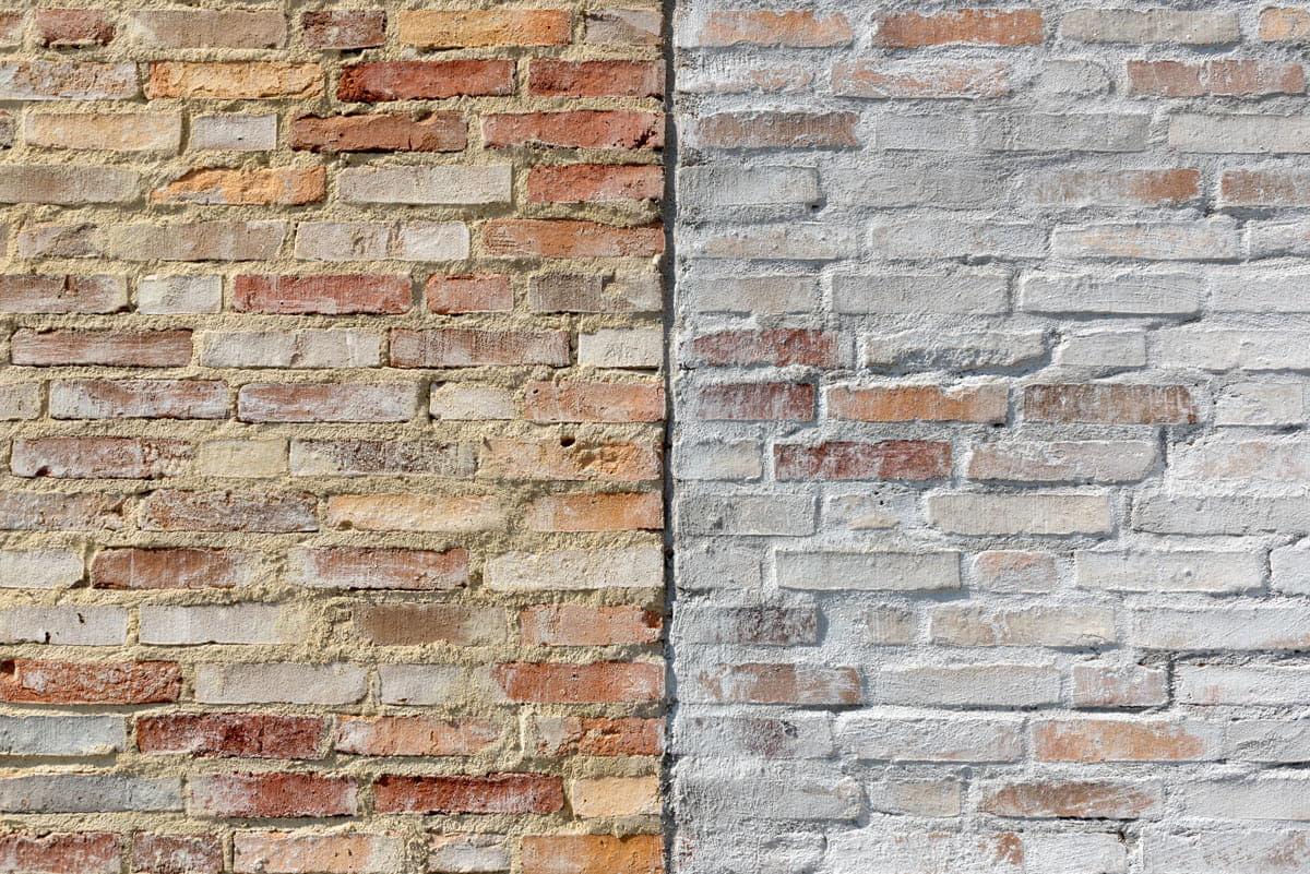 Chipperen: een muur met geel links en een witgrijze muur rechts