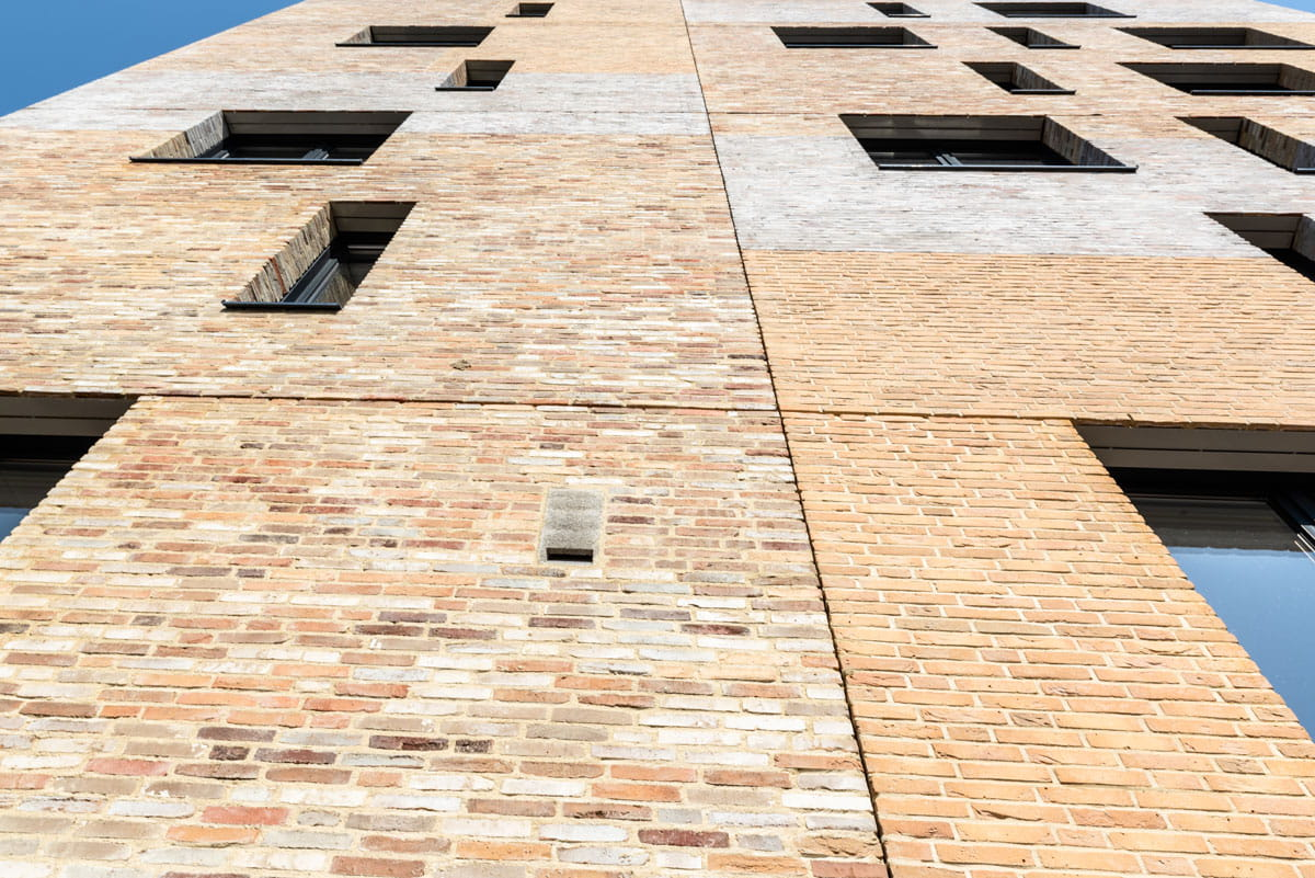 Een muur waarvan gewerkt is volgens het chipperen