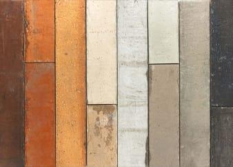 Verschillende kleuren geprinte strips tegen elkaar aan gelegd