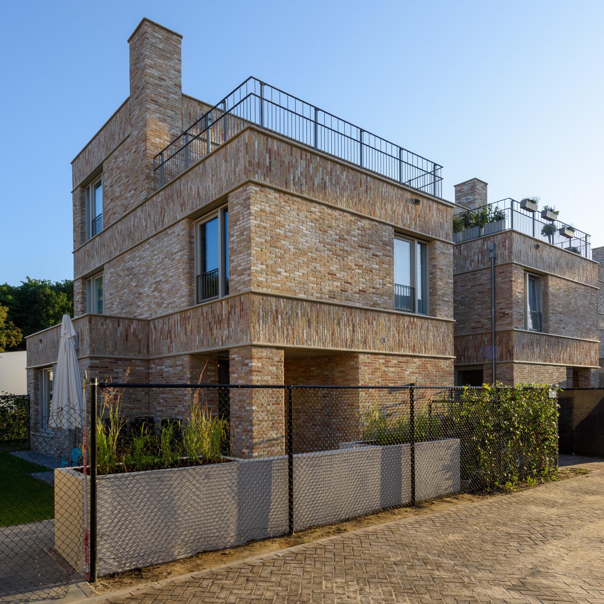 Woning in Strijp R met lichte steen en balkon