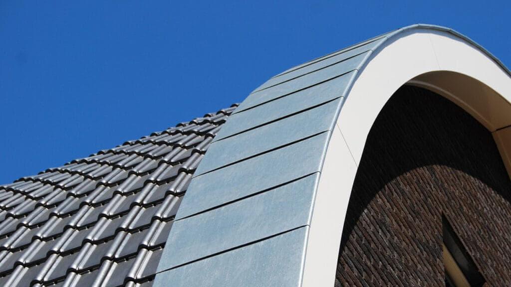 Rond dak met dakpannen