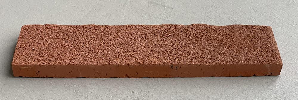 Deze steenstrip heeft een groffe bezending