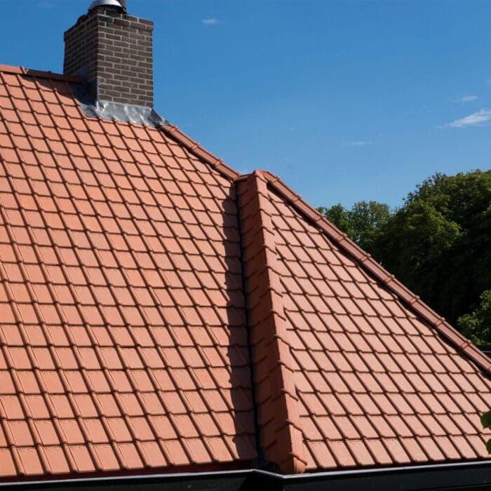 dak met rode dakpannen